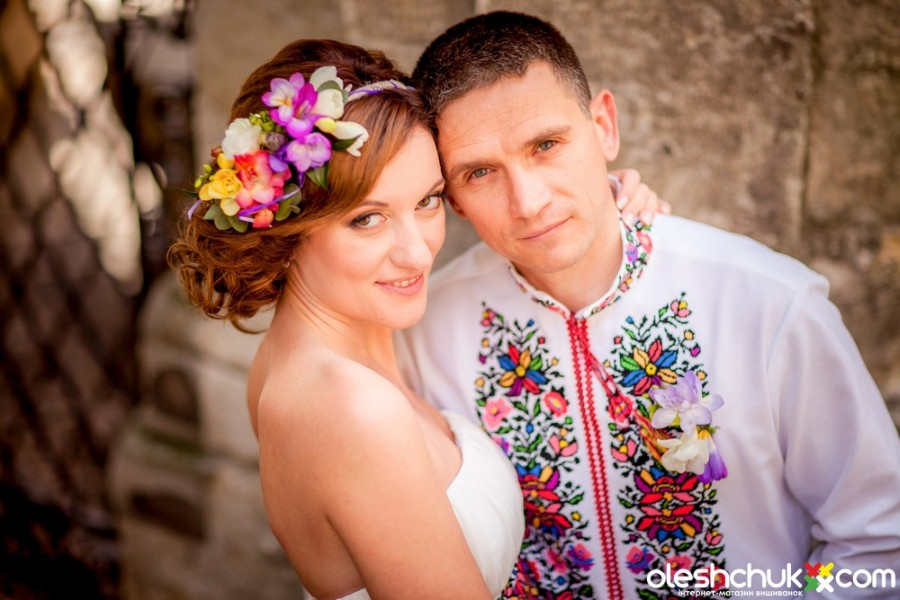 фото женской вышиванки Oleshchuk