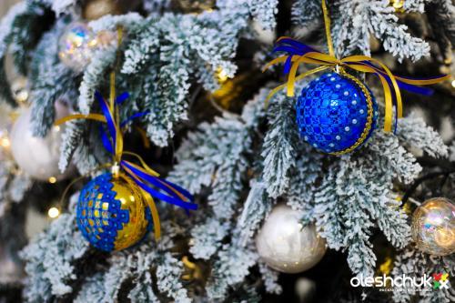 Вышитые игрушки и украшения к Рождеству