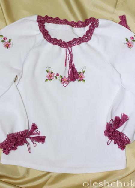 Вишита сорочка дівчача з рожевими квітами