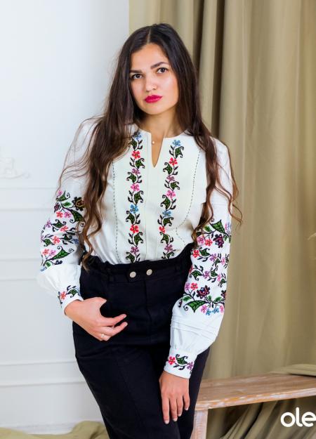 """купити жіночу вишиванку ручної роботи """"Весняний світанок"""" можна у Львові або ж замовити задопомогою інтернет магазину в будь яку точку світу!"""