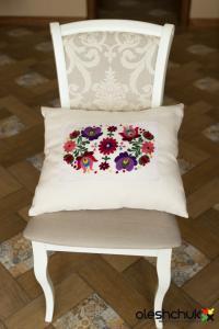 Вишита весільна подушка