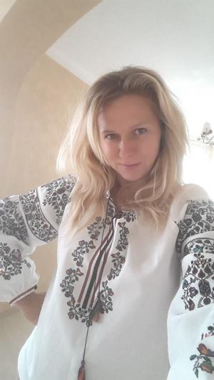 """<p><a href=""""http://oleshchuk.com/zhinochi-vyshyvanky/zhinocha-vyshyvanka-rankovyy-serpanok"""">Вишиванка """"Ранковий серпанок""""</a> і її чудова власниця Наталя</p>"""