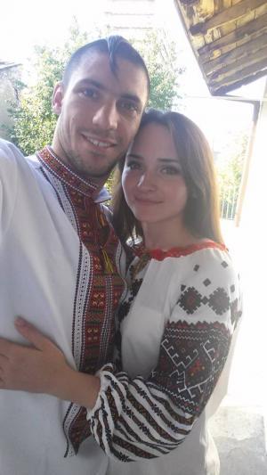 """<p>Станислав Горуна в <a href=""""http://oleshchuk.com/ru/muzhskye-vyshyvanky/vyshyvanka-etno-modern-novaya"""">вышиванке """"Этно-модерн""""</a></p>"""