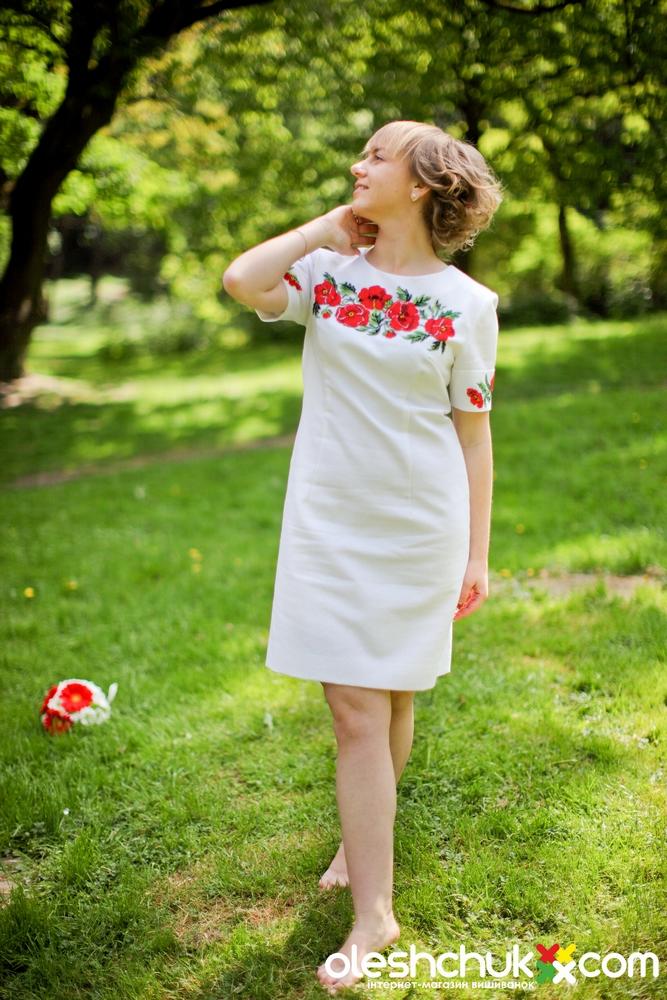 Вишите плаття з маками